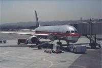 Boeing 757 unloading